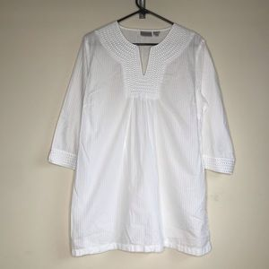 Chico's White V-Neck Top Light Weight Blouse Shirt